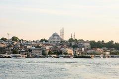 En härlig sikt av den blåa moskén kallas också Sultanahmet i den europeiska delen av Istanbul Sikt från Bosphorusen Fotografering för Bildbyråer