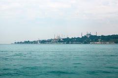 En härlig sikt av den blåa moskén kallas också Sultanahmet och Aya Sofia Museum i den europeiska delen av Istanbul Fotografering för Bildbyråer