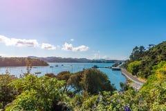 En härlig sikt av den historiska Mangonui hamnen i den avlägsna norden av Nya Zeeland royaltyfri foto