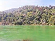 En härlig sikt av Green River & berg arkivfoton