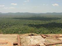 En härlig sikt från Sigiriya vaggar fotografering för bildbyråer