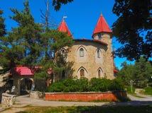 En härlig slott med torn Royaltyfri Foto