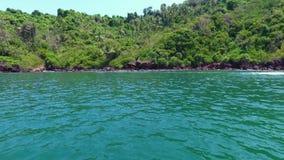 En härlig sommardag på en sjö i Indien lager videofilmer