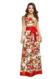 En härlig ung flicka i långt posera för klänning Fotografering för Bildbyråer
