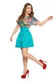 En härlig ung flicka i posera för klänning Arkivbilder