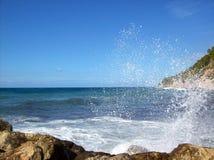 En härlig våg Mallorca Kust Royaltyfria Foton