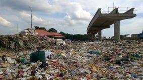 En hög av avfalls Arkivfoto