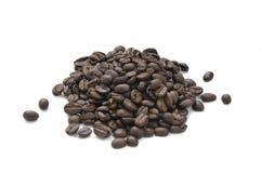 En hög av grillade kaffebönor Royaltyfria Foton