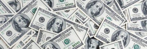 En hög av hundra USA-sedlar Kassa av hundra dollarräkningar, dollarbakgrundsbild royaltyfria bilder
