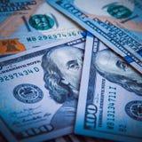 En hög av hundra USA-sedlar Kassa av hundra dollarräkningar, dollarbakgrundsbild fotografering för bildbyråer