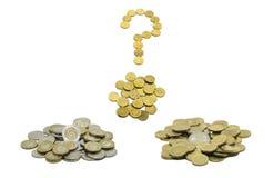 En hög av mynt, den polska valutan PLN/polermedelzlotyen och det europeiska valutaEUROET med frågefläcken komponerade av cent för Royaltyfri Foto