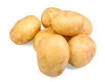 En hög av organiska och nya potatisar som isoleras på en vit bakgrund Rått och ungt ljus - bruna potatisar Sunda grönsaker Arkivbild