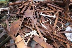 En hög av rest från olik stål och metall anmärker royaltyfri fotografi