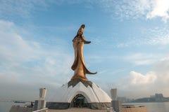 En hög bronsstaty av Kun Iam i macau Royaltyfria Bilder