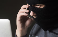 En hacker i en maskering Royaltyfri Bild