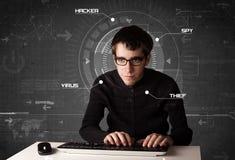 En hacker i futuristisk miljö som hackar personlig informati Arkivbild