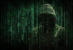 En hacker och kod Arkivfoto