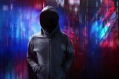 En hacker på digitalt tekniskt fel royaltyfri fotografi
