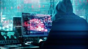 En hacker som programmerar i teknologimiljö med cybersymboler och symboler Abstrakt animering med oigenkännligt med huva