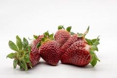En hand mycket av jordgubbar arkivfoto