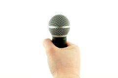 En hand som rymmer en mikrofon Royaltyfri Foto