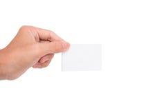 En hand som rymmer ett vitbokkort/en anmärkning Royaltyfri Bild