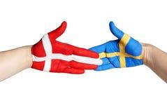 Handskakning mellan sweden och denmark Arkivbild