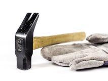 En handske och en hammare Arkivfoto