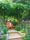 En hantverkareträdgård på Chelsea Flower Show Royaltyfri Fotografi