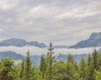En haut des montagnes photographie stock