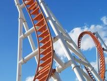 En haut et en bas et autour nous allons à l'encontre la boucle de Coney Island de ciel photo stock