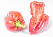 En hel peppar och pepparskivor Royaltyfria Bilder
