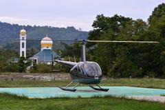 En helikopter är klar att ta av royaltyfria foton