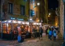 En hemtrevlig gata nära Campo de Fiori i Rome, Italien arkivfoton