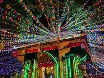 En hinduisk tempel som dekoreras under festivalen royaltyfria bilder