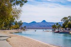 En hisnande sikt på Lake Havasu, Arizona arkivbilder