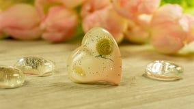 En hjärta med en tulpanbukett arkivbild