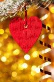 En hjärta på filial för julgrantree Royaltyfria Foton