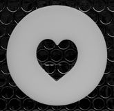 En hjärtaform och en svart och en grå färg Arkivbild