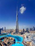 En horisont av i stadens centrum Dubai med Burjen Khalifa