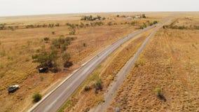 En horisont för land` s med en lång väg stock video