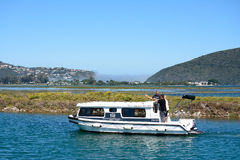 En husbåt, Knysna, Sydafrika Arkivfoto