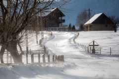 En by i bergen Royaltyfri Fotografi