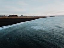 En icelandic kust Arkivfoto