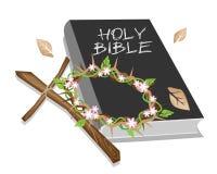 Den heliga bibeln med trä korsar och en kröna av taggen Arkivbild