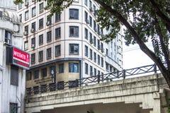 `en Impostometro på byggnad för kommersiell anslutning Royaltyfri Foto