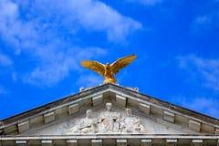 En inbördeskrigminnesmärke guld- Eagle Arkivfoto