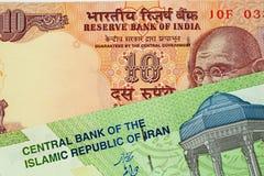 En indier 10 rupie anmärkning med en iranier 10000 Rial sedel royaltyfri bild