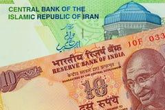 En indier 10 rupie anmärkning med en iranier 10000 Rial sedel royaltyfria foton