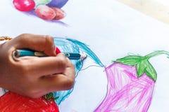 En indiskt sedd teckning för flicka barn Arkivfoton